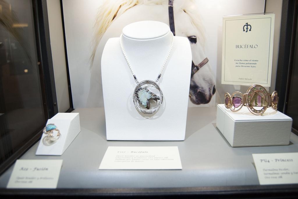Jaime-Moreno-Art-In-Fine-Jewelry-Christmas-Presentation-at-the-Wellington-Hotel-Dec-2016-Showcase-Cabinet-(3)