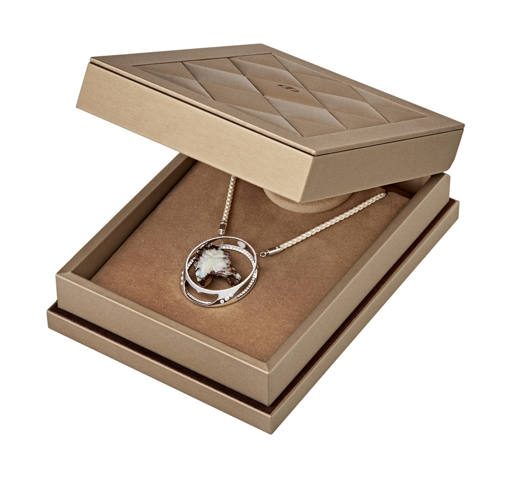 Jaime-Moreno-Art-in-Fine-Jewelry-Bucephalus-Packaging(2)